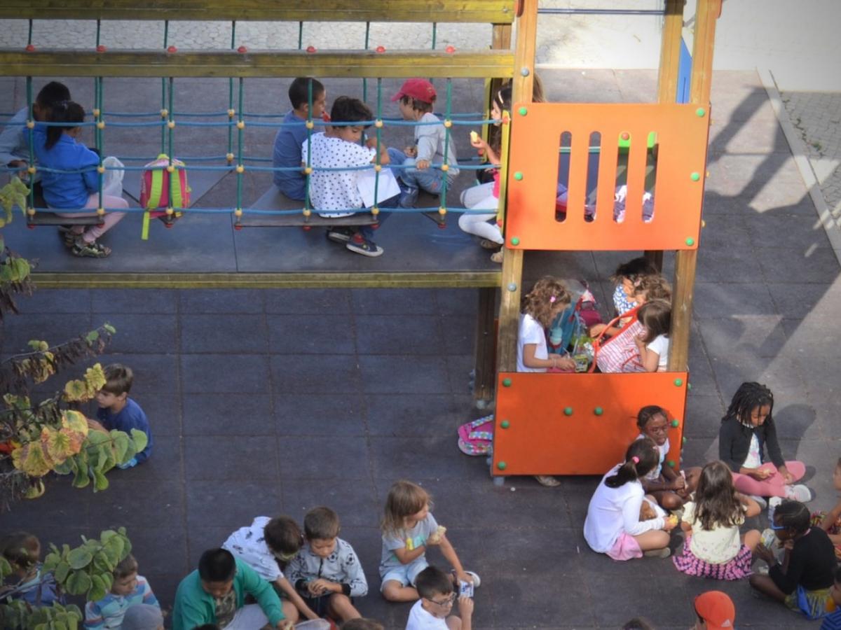 Crianças, Recreio na escola. Foto © Miguel Veiga
