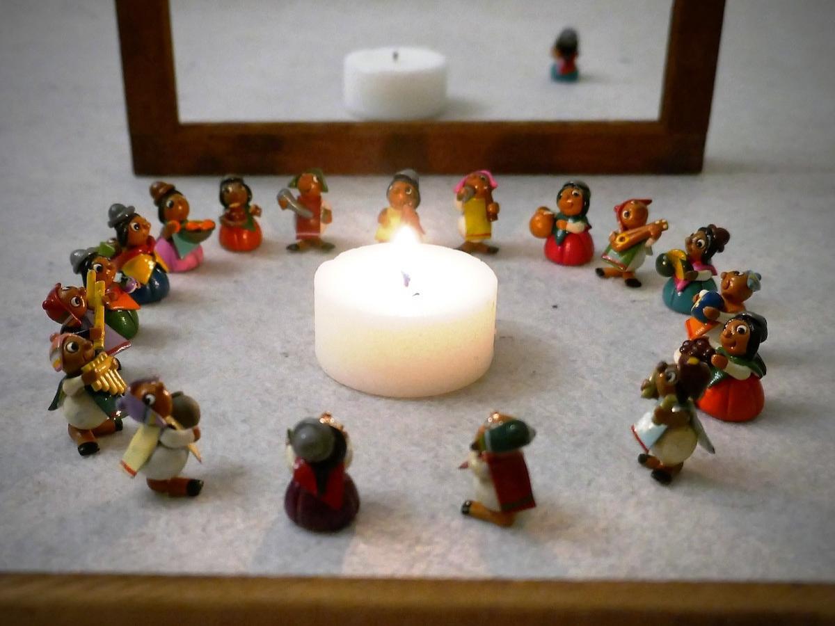 Oração, Nacionalidades, Etnias, Escola aberta e escola fechada. Foto © Miguel Veiga