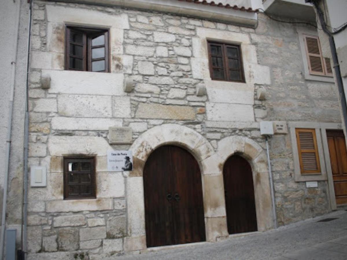 casa de guerra junqueiro em Freixo de Espada-à-Cinta. Foto © Município de Freixo de Espada-à-Cinta
