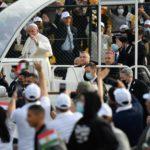 Balanço da viagem do Papa ao Iraque em debate no 7M: reconstrução, política e uma mão branca a acenar fora do carro preto