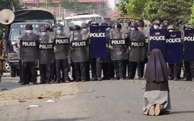 """""""Não atirem sobre os jovens. Matai-me antes a mim"""" – implora freira à polícia birmanesa"""