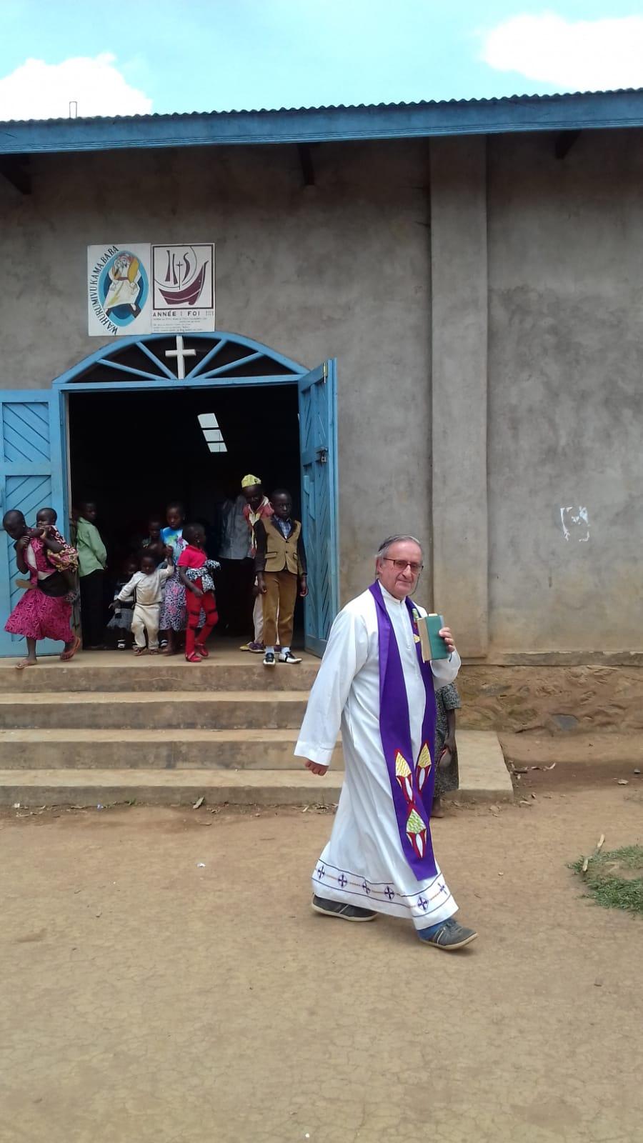 Ngengere, Congo, P. Claudino, comb