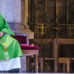 """Lídia Jorge pede à Igreja padres """"cultos"""" e capazes de """"dialogar"""""""