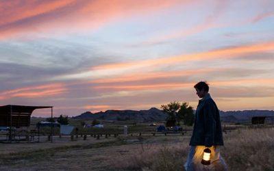 """""""Nomadland – Sobreviver na América"""" vence Óscares para melhor filme, cineasta e atriz"""