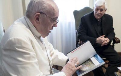 Um livro do geral dos jesuítas para fazer perguntas sobre Deus e sobre o mundo