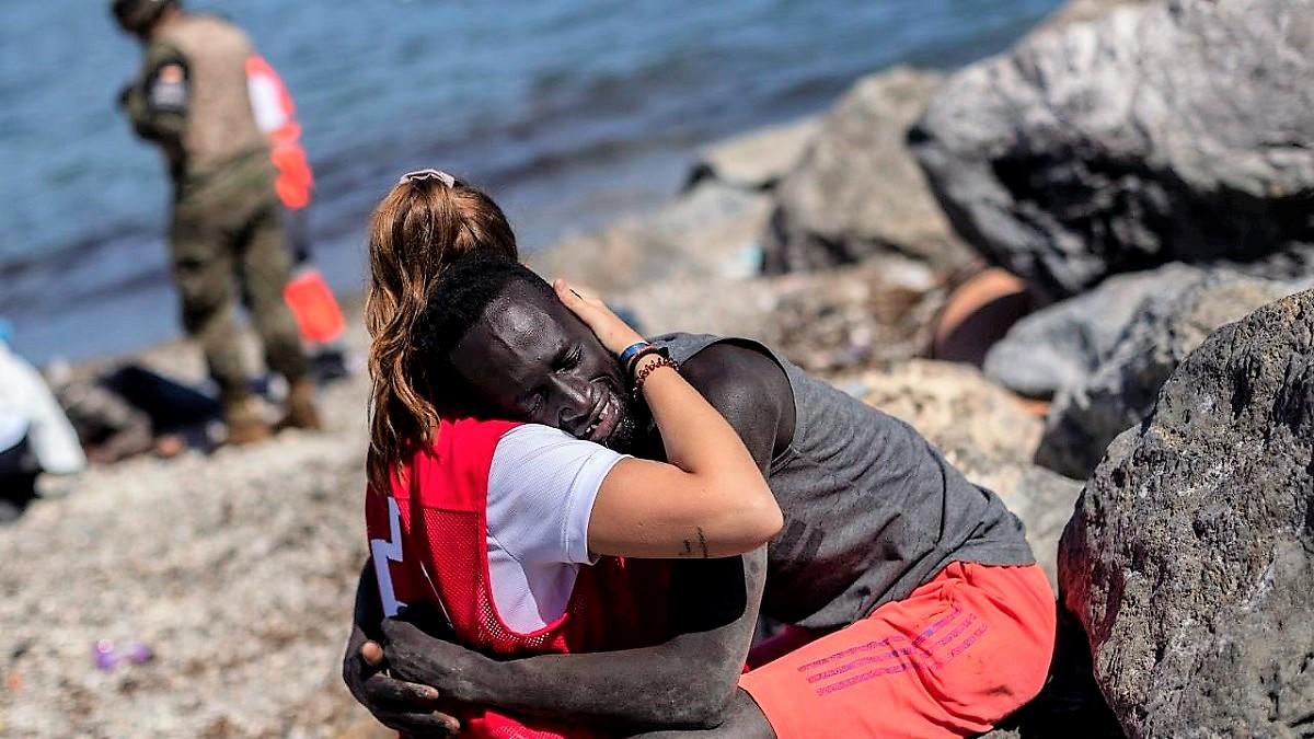 Ceuta. Abraço. Imigrantes
