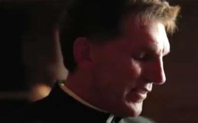 Bispo demite padre por comentários racistas e anti-imigração