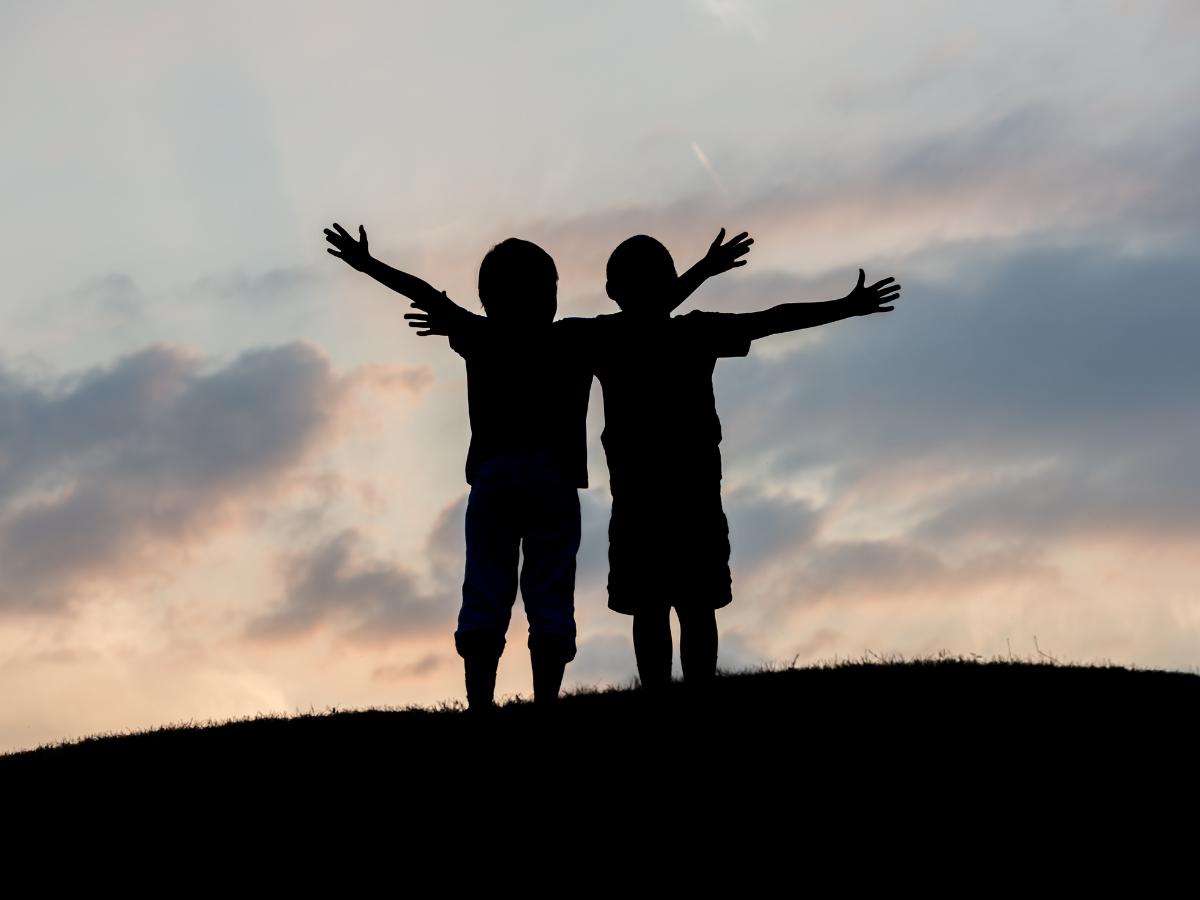 criancas irmaos fraternidade liberdade