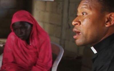 Amara, a raptada, e o padre psicólogo que ajuda a curar as feridas do terrorismo