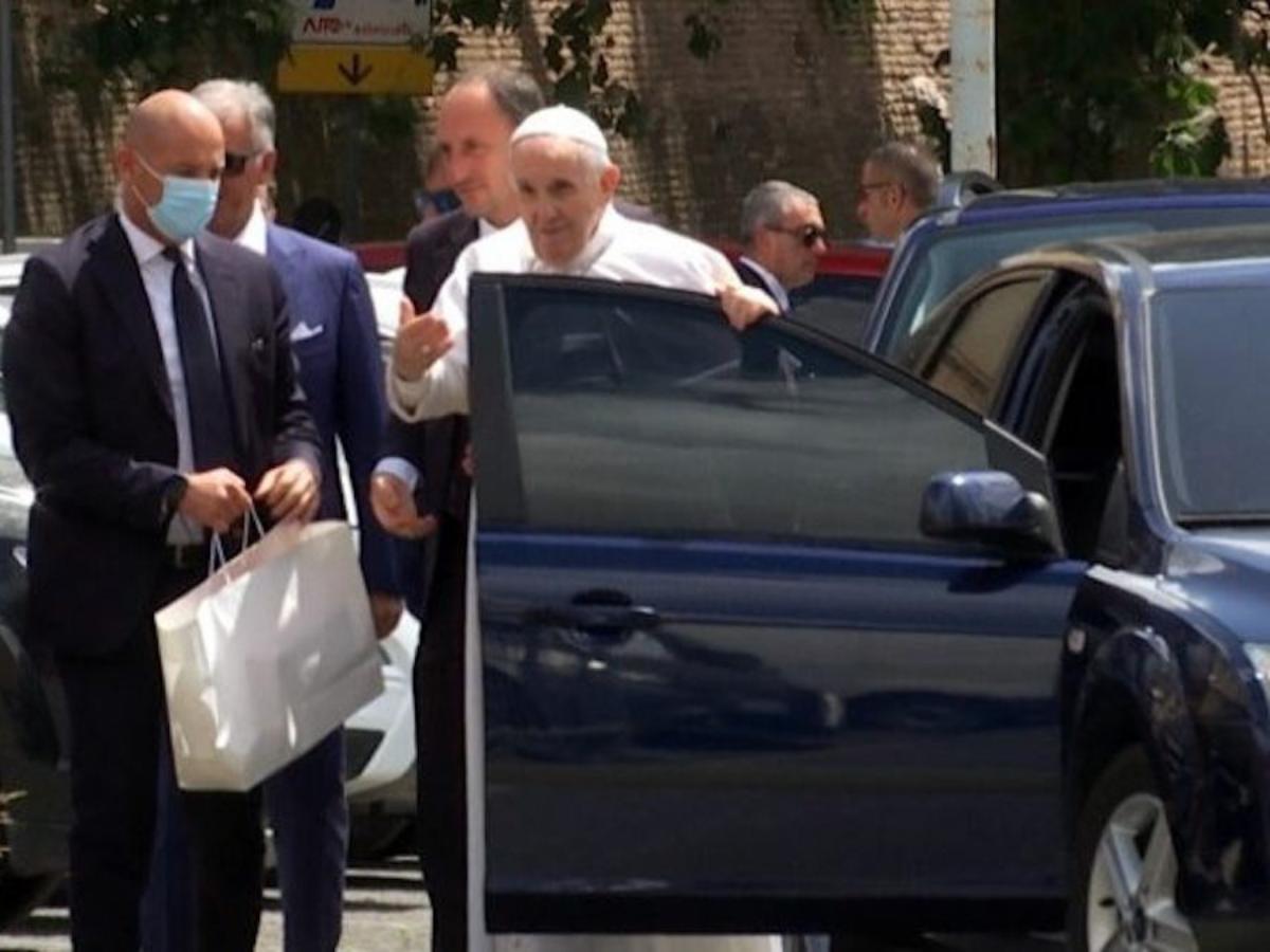 O Papa Francisco a deixar o Gemelli Foto © Vatican News