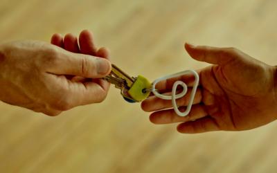 Airbnb acolhe 20 mil refugiados afegãos