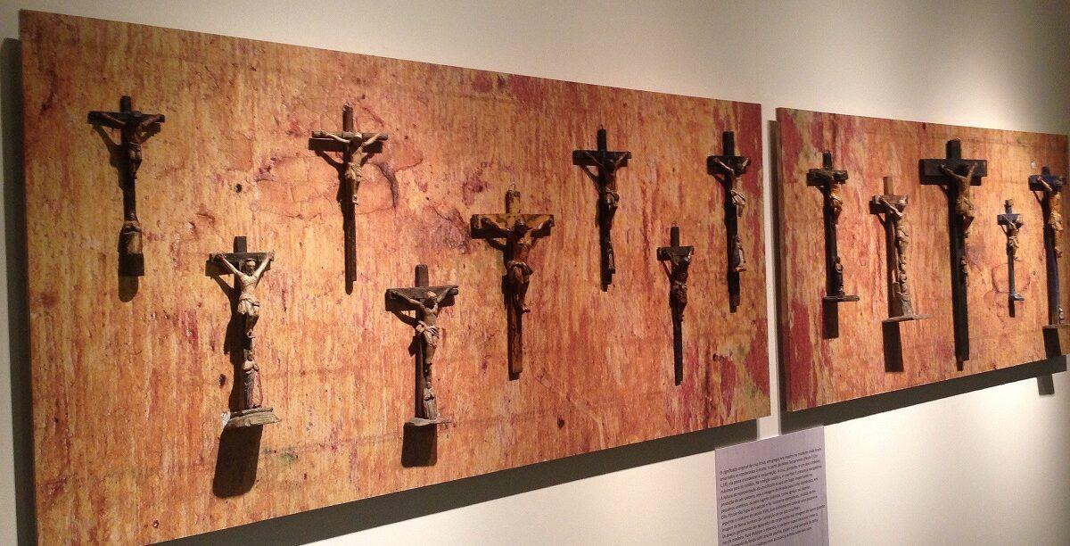 Crucifixos, Museu de Arte Sacra, São Paulo Brasil.