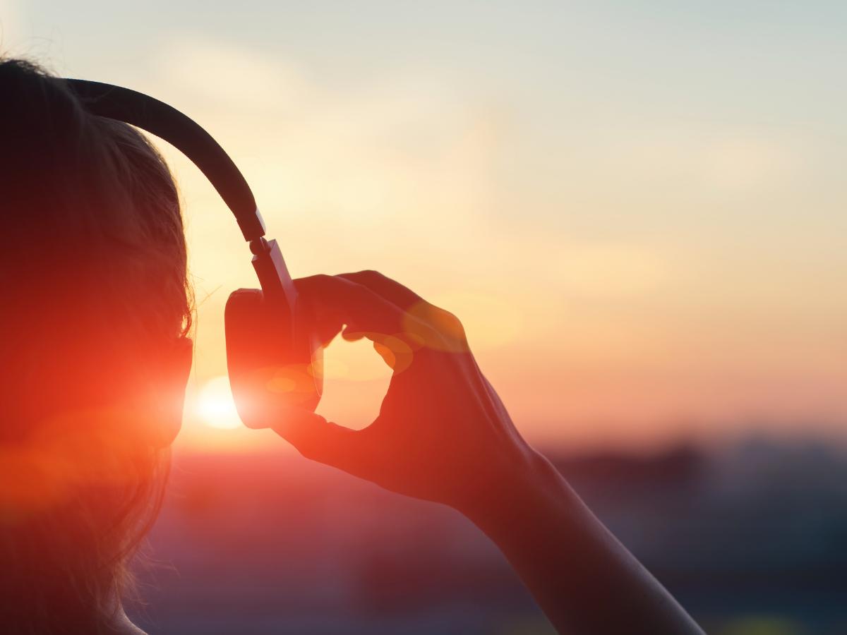 escutar ouvir musica headphones foto direitos reservados