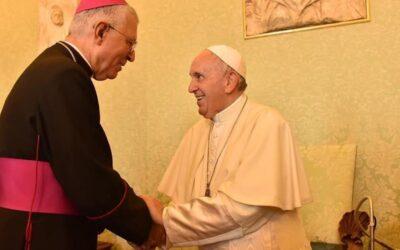 Arcebispo francês defende o Papa e pede que se deixe de relativizar Vaticano II