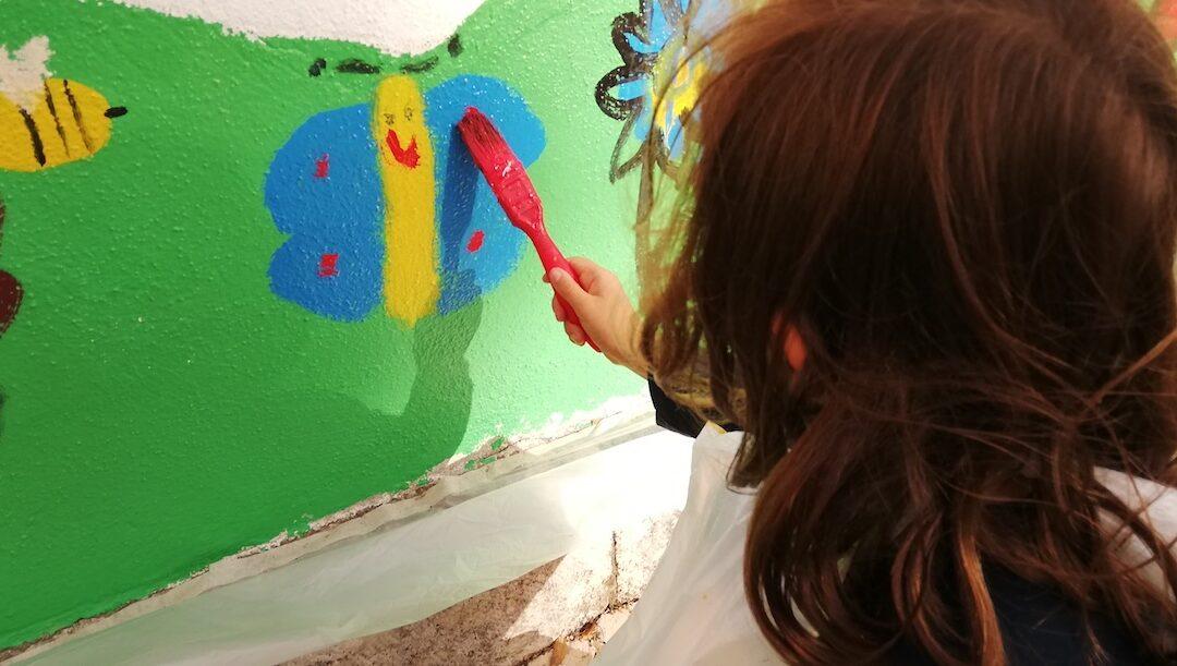 """A borboleta que Maria pintou é para """"ajudar quem está com covid"""""""
